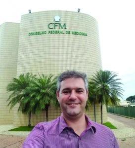 Médico generalista, criador e diretor do portal Academia Médica, Preceptor da Semiologia Geral do curso de Medicina da PUC-PR (Campus Londrina), integrante da comissão de integração do Médico Jovem do CFM